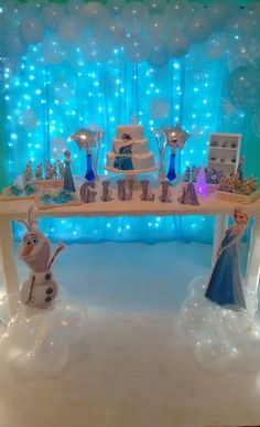 32 Inspiring Winter Theme Party Decorations You Never Seen Before - Surprise your party guests this holiday with anything-but-ordinary Christmas party decorations. This season is a season filled with happiness and Chri. Frozen Birthday Decorations, Elsa Birthday Party, Frozen Themed Birthday Party, Disney Frozen Birthday, Birthday Party Themes, 4th Birthday, Frozen Party Centerpieces, Birthday Ideas, Festa Frozen Fever