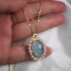 Gold Jewelry Simple, Unique Jewelry, Gold Earrings Designs, Jewelry Photography, Wedding Jewelry, Gemstone Jewelry, Jewelry Collection, Dark Places, Jewelery