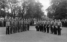 Pesäpallo-ottelu Kaisaniemen kentällä. Foto Roos 1930. Helsingin kaupunginmuseo negatiivi, lasi paperi, mv - Finna