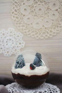 Une super idée de présentation pour un tiramisu, une forêt noire, n'importe quel dessert crémeux !