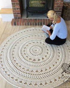 Crochet Doily Rug, Crochet Carpet, Crochet Rug Patterns, Crochet Home, Diy Crochet Round Rug, Hand Crochet, Free Crochet, Knit Rug, Rug Yarn