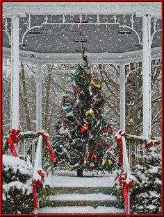Christmas tree on gazebo Christmas Scenes, Noel Christmas, Christmas Wishes, Winter Christmas, Vintage Christmas, Christmas Things, Xmas, Animated Christmas Pictures, Christmas Images