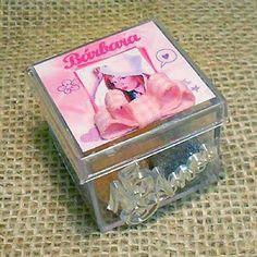 Lembrancinha de 15 Anos Caixa Acrílica Personalizada com Bala de Goma 4x4 $3.90