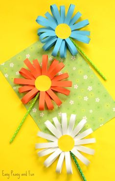 My kids LOVE making flowers, Spring is in the air. and it is time for some gorgeous flower crafts for kids. We have all sorts of flower DIYs for you to choose from, a number of easy pape Flower Craft Ideas- wonderful Spring, Summer Mothers Day id This ad Spring Crafts For Kids, Fun Diy Crafts, Fun Crafts For Kids, Summer Crafts, Diy For Kids, Upcycled Crafts, Creative Crafts, Wood Crafts, Children Crafts
