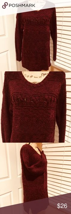🌸🦅AMERICAN EAGLE  OUTFITTERS 🦅🌸Cable Knit Sz L 🌸🦅AMERICAN EAGLE  OUTFITTERS 🦅🌸Beautiful Cable Knit Sz L has the slits on the side.   super soft and comfy great with jeans, leggings, pants or a skirt.  Preloved in great condition American Eagle Outfitters Sweaters Crew & Scoop Necks