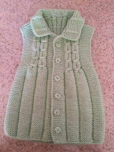 Collared Knitted Baby Vest with Linked Tire Model Building Zeliha Kids Knitting Patterns, Knitting For Kids, Knitting Socks, Knitting Stitches, Crochet Baby, Knit Crochet, Knitted Baby, Diy Crafts Knitting, Baby Coat