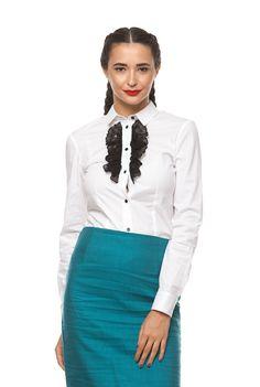 Cămașa – piesa vestimentară îndrăgită de orice femeie. Asta pentru că o găsești în varianta elegantă, dar și casual, e ușor de asortat și poate fi purtată atât ca top principal în sezonul cald, dar și sub sacou sau haine mai groase, pe timp de iarnă. Dar care cămașă ți se potrivește cel mai bine …