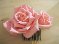 rose hair combs - simple to make, but they make a pretty big statement