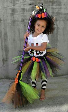 Tutu sorcière Diy Halloween, Halloween Bebes, Toddler Girl Halloween, Halloween Costumes For Girls, Halloween Birthday, Holidays Halloween, Halloween Imagem, Toddler Tutu, Vintage Halloween