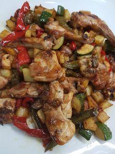 CONEJO AL AJILLO CON PATATAS, PIMIENTOS Y CALABACIN CBF@ Pollo Guisado, Spanish Food, Kung Pao Chicken, Cilantro, Menu, Cooking, Ethnic Recipes, Blog, Good Food