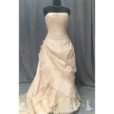 """Yes, it is an OSCAR DE LA RENTA!!! 💛💛💛💛 This Strapless Silk Taffeta wedding Bianca """"ball gown"""" is extremely elegant!! Come try it on. The retail price was $8,988and it is available now for $2,700. Link in bio. #lajollalocals #sandiegoconnection #sdlocals - posted by Online Consign Couture, LLC  https://www.instagram.com/onlineconsigncouture. See more post on La Jolla at http://LaJollaLocals.com"""