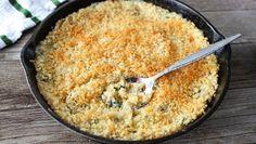 Quem disse que os pratos vegetarianos são aborrecidos e pouco saborosos? Experimente esta sugestão e irá - com certeza - mudar de opinião! #Quinoa_Assada_com_Espinafres_e_Queijo #receitas #vegetariano #quinoa #espinafres #queijo
