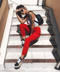 píntєrєѕt ítѕαlєххα1♡ this pose, stairwell in cocoa village