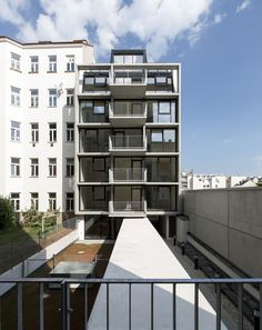 Pool fence - Gallery of Wohnhaus Stolberggasse / Josef Weichenberger architects + Partner - 1