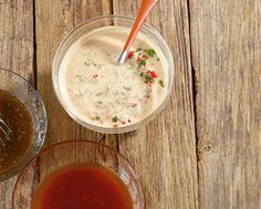 Der Salatsaucen-Klassiker passt zu gemischten Salaten und schmeckt gut als Dip.