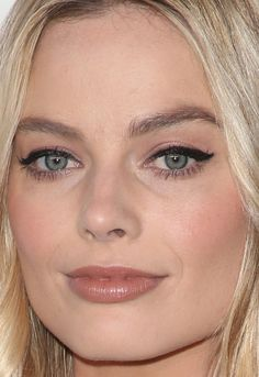 Close-up of Margot Robbie at ELLE's 2017 Women in Hollywood Awards.