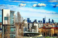 Nuvoloni da impiegato! Skyline di Milano dalla Montagnetta di San Siro. #milanodaclick #milanodavedere #milano #milan #greatday #lombardia #panorama #landscape #instalove #instalike #instafollow #instagood #italygram #italy #volgoitalia #f4f #volgomilano #volgolombardia #skyline #skyscraper #italia #italy #italygram #greatcaptures_italia #visit_italiadascoprire #top_lombardia_photo #ig_italy #nikon #nikon_photography #nikonphotography #nikonitalia by 1_v_a_n__