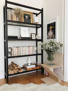 Neutral bookshelf styling, black bookshelves - Centered by Design Black Bookshelf, Bookshelf Styling, Bookshelf Design, Black Shelves, Decorating Bookshelves, Bookcases, Style At Home, Rugs In Living Room, Furniture