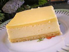 Topfenschnitten mit Vanillepuddingguss (no bake easter cake) Pudding Desserts, No Bake Desserts, Dessert Recipes, Lemon Cream Cake, German Baking, Torte Recipe, Different Cakes, Cheesecake Recipes, Cake Cookies