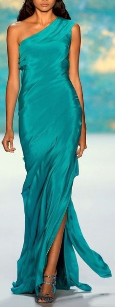 23 Jaw Dropping Turquoise Ball Gowns ...