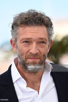 French actor Vincent Cassel poses during a photocall for the film 'Mon Roi' (My King) at the 68th Cannes Film Festival in Cannes, southeastern France, on May 17, 2015. AFP PHOTO / ANNE-CHRISTINE POUJOULAT
