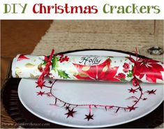 DIY Christmas Crackers!  {these come together so quickly... and are the snapping life of the party!} #crafts