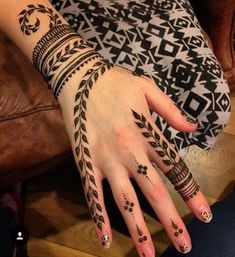 Explore latest Mehndi Designs images in 2019 on Happy Shappy. Mehendi design is also known as the heena design or henna patterns worldwide. We are here with the best mehndi designs images from worldwide. Mehandi Designs, Mehndi Designs Finger, Henna Tattoo Designs Simple, Modern Mehndi Designs, Mehndi Designs For Girls, Mehndi Design Photos, Mehndi Simple, Beautiful Mehndi Design, Best Henna Designs