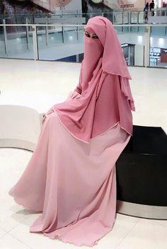 niqabi in pink
