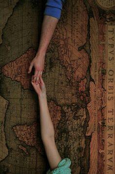 Toma mi mano y demos la vuelta al mundo