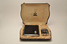 Rare Art Deco Ronson Princess De-Light and Evans Cigarette Case. Vintage Cigarette Case, Lighter Case, Vintage Makeup, Art Deco Furniture, Art Deco Design, Display Boxes, Black Enamel, Art Deco Fashion, 1930s