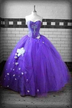 Vestido Lilás com tule com flores
