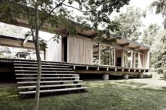 The house which is located in the middle of the woods belongs to architect and carpenter Mads Kaltofts. Designed by the architectural firm Schmidt Hammer Lassen.