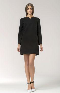 Très jolie robe trapèze à manches trompette courte,très graphique, parfaite pour montrer ses jambes et ses bottes!