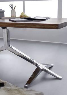 Hochwertiger Palisander-Tisch der Serie DUKE in besonders extravaganter Form. Die Tischbeine aus Metall sorgen wie Greiffüße für Stabilität und bilden einen schönen Blickfang. #möbel #möbelstücke #wohnzimmer #holz #echtholz #massivholz #wood #woodwork #homeinterior #interiordesign #homedecor #decor #einrichtung #furniture #livingroom #livingroomideas #ideas #massivmoebel24 #esstisch #diningtable #table #tisch #tischgestell #massivholztisch #holztisch #esszimmer #diningroom #palisander