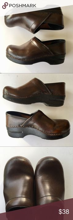 Dansko brown leather clogs mules 37 / 7 Dansko brown leather clog shoes in size 37, or size 7. They are a chocolate brown leather with black soles and show some scuffs and a little wear. They have been freshly polished and are ready for a new home! Dansko Shoes Mules & Clogs