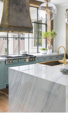 Oakton Terrace Kitchen Kitchen Transitional by Brian Watford Interiors Kitchen Interior, Kitchen Decor, Design Kitchen, Layout Design, Design Ideas, Design Trends, Home Design, Home Staging, Interior Design Portfolios