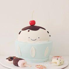 Cutest Ice cream cake!!! Hello Naomi Cakes