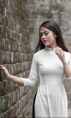 Asian Woman, Asian Girl, Vietnam Costume, Vogue Korea, Female Poses, Western Outfits, Beautiful Asian Women, Ao Dai, White Girls