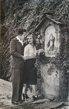A vintage Italian postcard of a young couple presenting flowers to Mary at a road shrine. Catholic Art, Roman Catholic, Religious Art, Catholic Gentleman, Catholic Pictures, Prayer Garden, Religion, Mama Mary, Blessed Mother Mary
