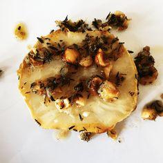 Céleri rave rôti au beurre salé et au thym.... et ses petites noisettes grillées!
