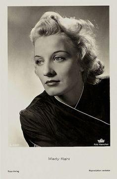 Mady Rahl (* 3. Januar 1915 in Neukölln, heute Berlin-Neukölln; † 29. August 2009 in München-Bogenhausen; eigentlich Edith Gertrud Meta Raschke) war eine deutsche Bühnen- und Filmschauspielerin, Synchronsprecherin und Chansonsängerin. Sie wurde am 6. Oktober 2009 auf dem Münchner Nordfriedhof beigesetzt.