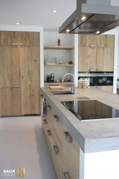 Kitchen with island Keuken met eiland - Experience Of Pantrys Kitchen Organization Pantry, Kitchen Pantry Cabinets, Diy Kitchen, Kitchen Decor, Island Kitchen, Pantry Design, Cabinet Design, Built In Pantry, Old Wooden Doors