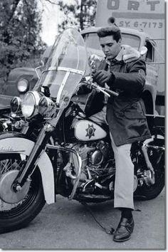 Photos d'Elvis Presley peu commune - Page 2