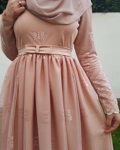 """2,068 Beğenme, 28 Yorum - Instagram'da Fatmanur (@faaaatmanur_): """"Ben bu aralar pembelere doyamıyorum 💕 bu güzel tuniğimi @istanbulbutik.de de bulabilirsiniz ♡"""" Instagram, Victorian, Fashion Outfits, Dresses, Style, Vestidos, Victorian Dresses, Swag, Fashion Suits"""