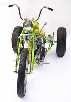 Legacy Trike Year: 2007 Builders: Indian Larry Legacy Engine: S&S SH Front End: Kiwi Leaf Spring Paint: Robert Pradke, Lime Green metalfake / twisted flame graphics Trike Chopper, Chopper Motorcycle, Motorcycle Style, Motorcycle Campers, Motorcycle Quotes, Custom Trikes, Custom Choppers, Custom Motorcycles, Moped Bike