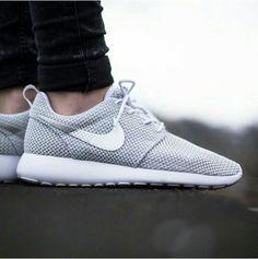 Nike roshe run,  white/ metallic platinum