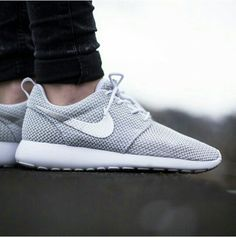 Nike Roshe Run White Metallic Platinum