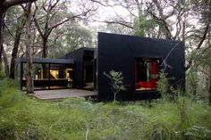 Contemporary Weekend Retreat in Victorian Mornington Peninsula by David Luck Architecture Red Hill weekend retreat by David Luck Architecture - Dark and Modern Weekend Retreat – House Mode House On A Hill, Cabana, Black House, Interior Architecture, Sustainable Architecture, Interior Design, House Ideas, House Styles, Container Cabin