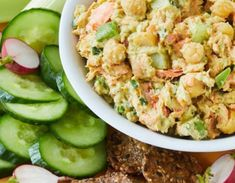 Salmon Salad with Avocado and Chickpeas Salmon Recipes, Fish Recipes, Healthy Recipes, Keto Recipes, Canned Salmon Salad, Sandwich Fillings, Canned Chickpeas, Avocado Salad, Fish And Seafood