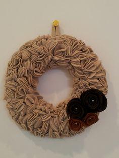 corona de navidad, con fieltro Burlap Wreath, Christmas Decorations, Xmas, Diy Projects, Wreaths, My Style, Crafts, Craft Ideas, Home Decor